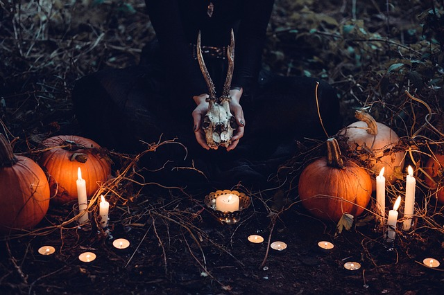 Halloween-cemetary-theme-party