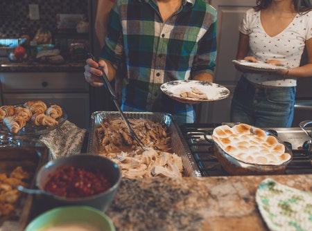 Thanksgiving-food-tray