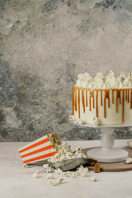 popcorn machine rental and cake